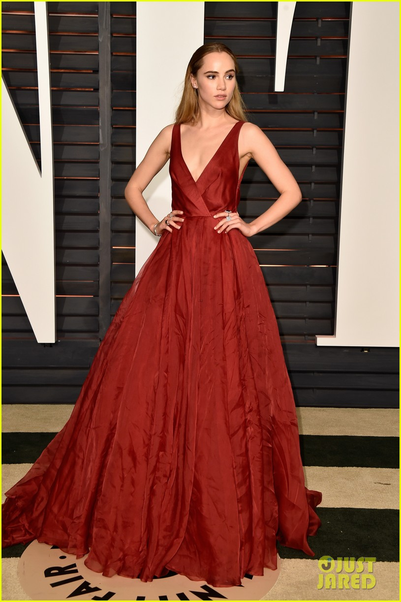Suki Waterhouse Attended Oscars 2015 with Bradley Cooper ...