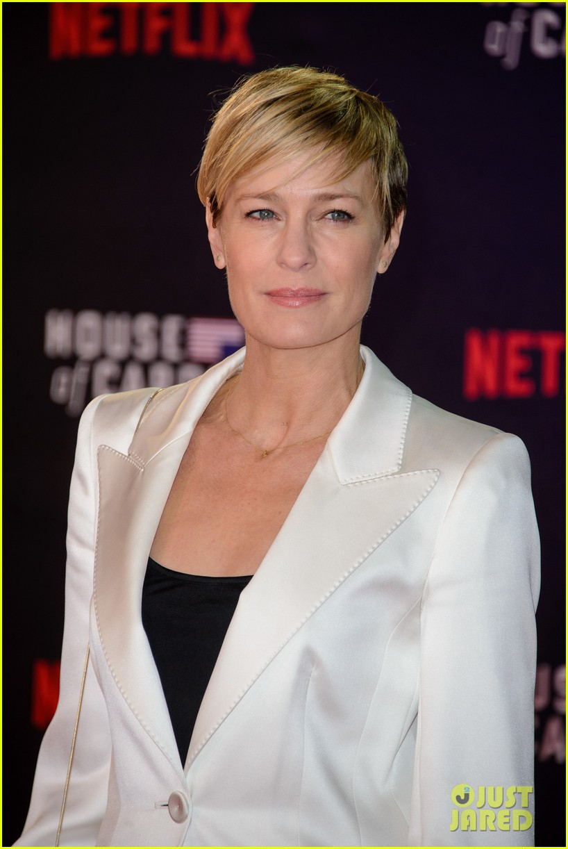 Thread: Robin Wright's white suit