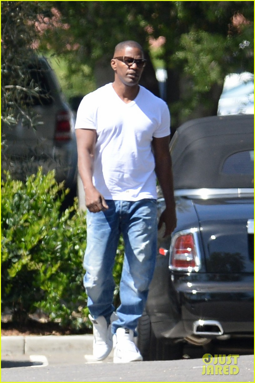 foxx denies dating holmes Jamie foxx has shot down recent claims he's dating tom cruise's ex-wife katie holmes claiming they're one hundred percent not true the couple were linked after they were reportedly spotted dancing close together at an industry event but insisting there was nothing going on between them, foxx.