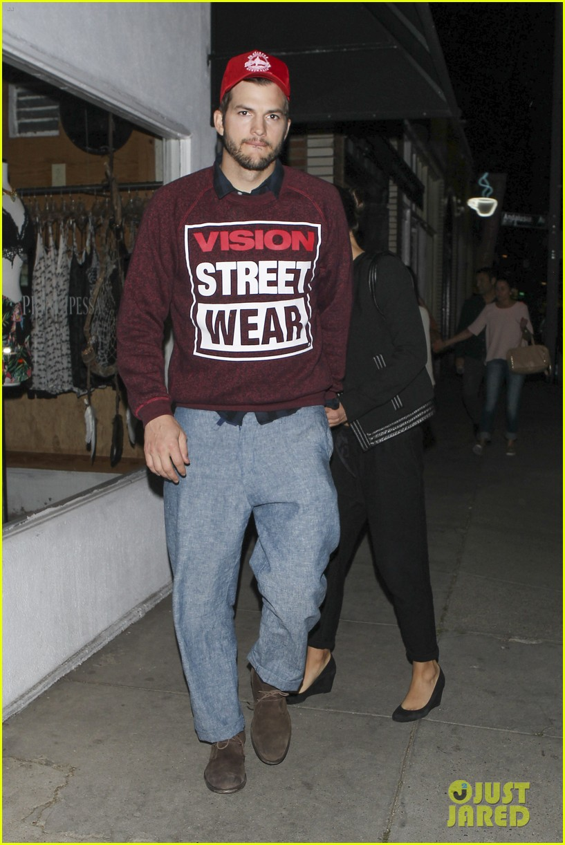 mila kunis and ashton kutcher dating tmz Ashton kutcher and demi moore are thought to have finally signed a divorce tmzcom / splash news with kutcher dating his former that 70s show co-star mila kunis, while moore has been linked to aussie will hanigan.