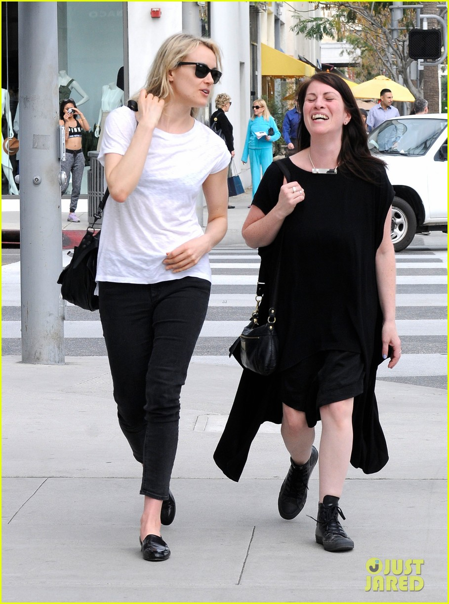 Full Sized Photo of taylor schilling hung out with carrie ...Taylor Schilling Girlfriend 2019