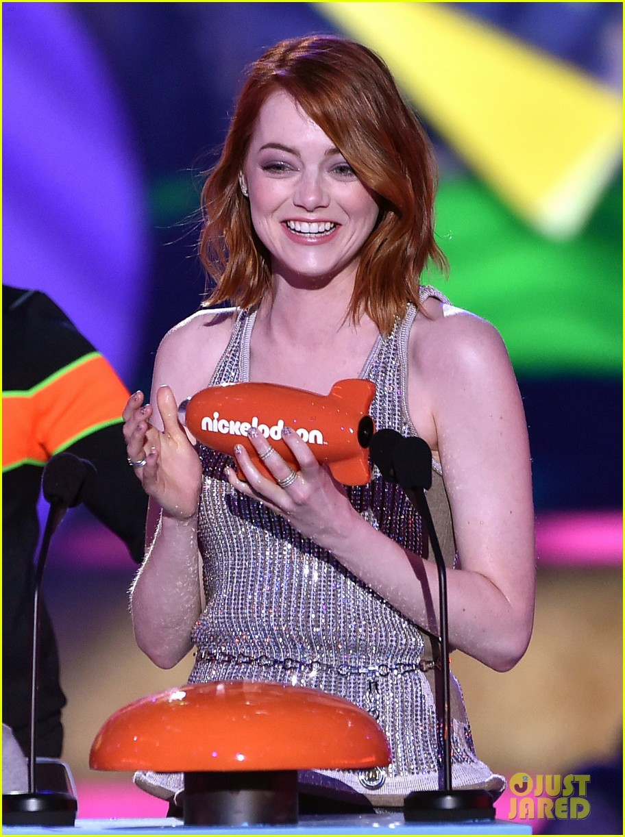 http://cdn02.cdn.justjared.com/wp-content/uploads/2015/03/stone-kcas/emma-stone-celebrates-her-win-at-the-kcas-2015-07.jpg