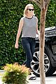 charlize theron flubs lines at australian grand prix 03