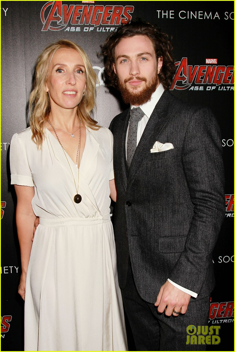 http://cdn02.cdn.justjared.com/wp-content/uploads/2015/04/avenge-nyc/avengers-cast-step-out-for-new-york-city-premiere-07.jpg