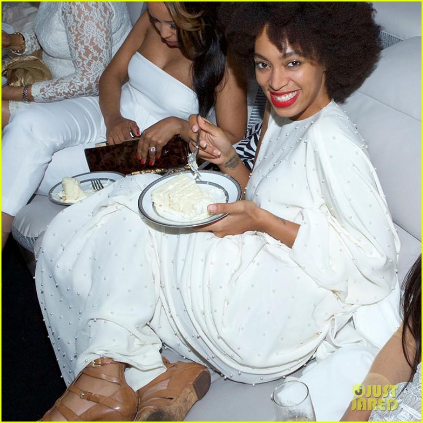Beyonce white dress concert