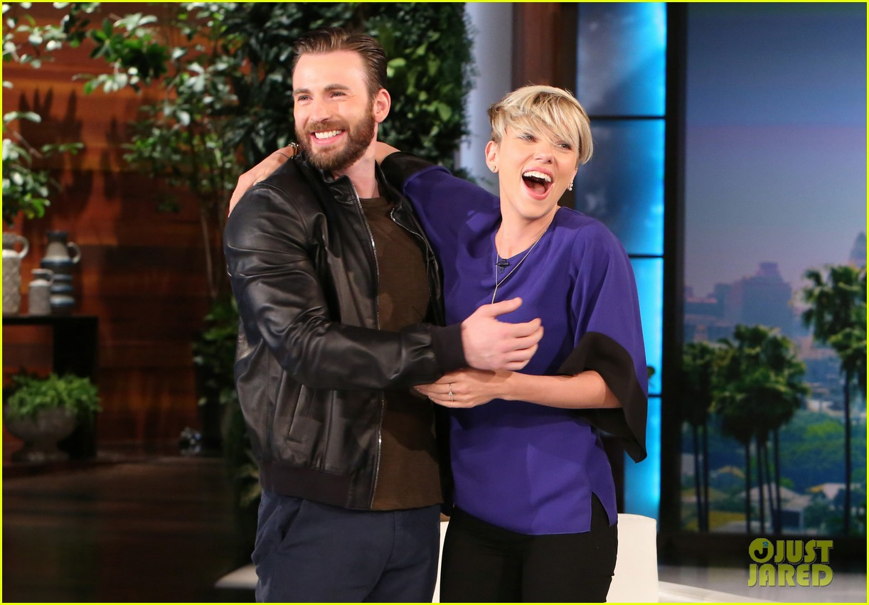 Franchise Marvel/Disney #3 Chris-evans-scares-scarlett-johansson-on-ellen-03
