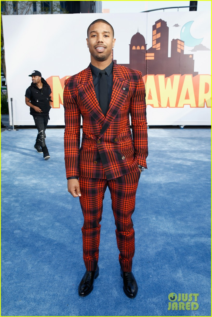 http://cdn02.cdn.justjared.com/wp-content/uploads/2015/04/fantastic-mtv/fantastic-four-mtv-movie-awards-2015-08.jpg