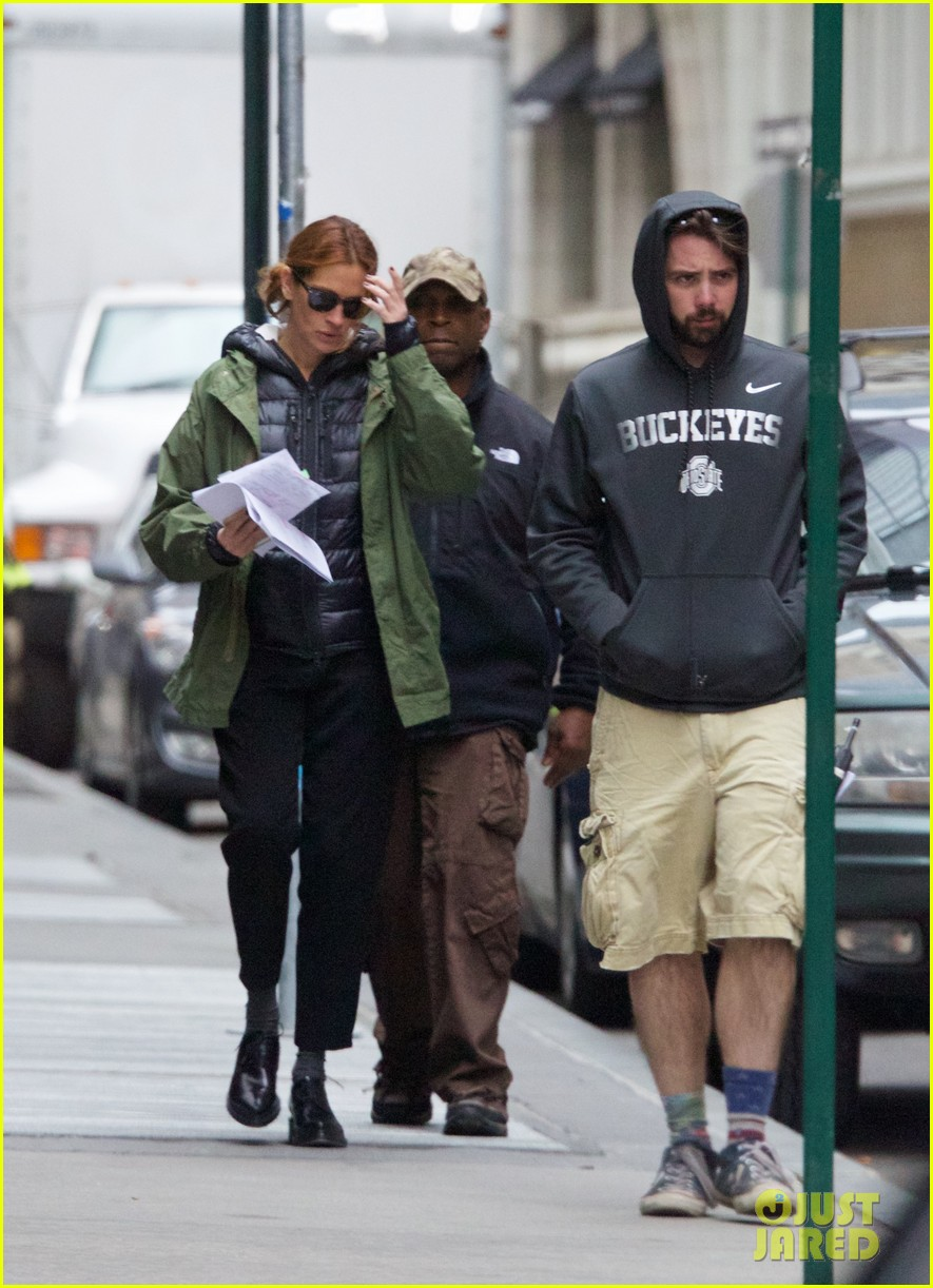 jodie foster grabs food with wife cafe cluny 01