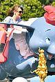 jennifer garner meets mickey mouse at disneyland 01