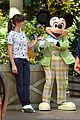jennifer garner meets mickey mouse at disneyland 07