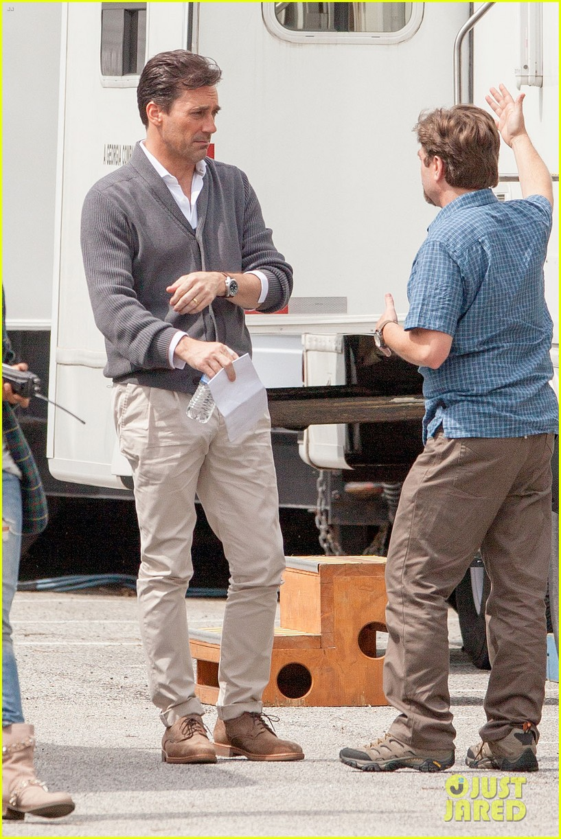 Jon hamm bulge gets our attention 253351976