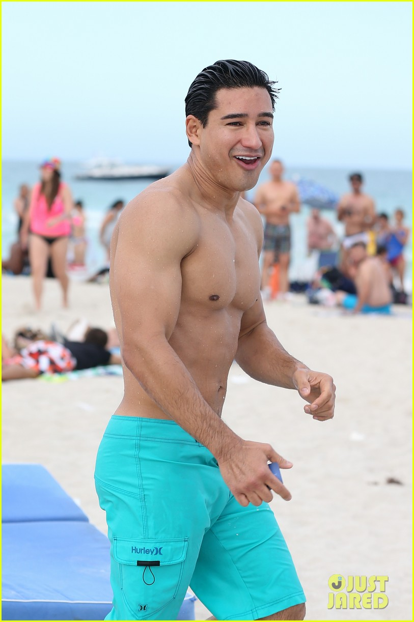 mario lopez gets shirtless at the beach 06