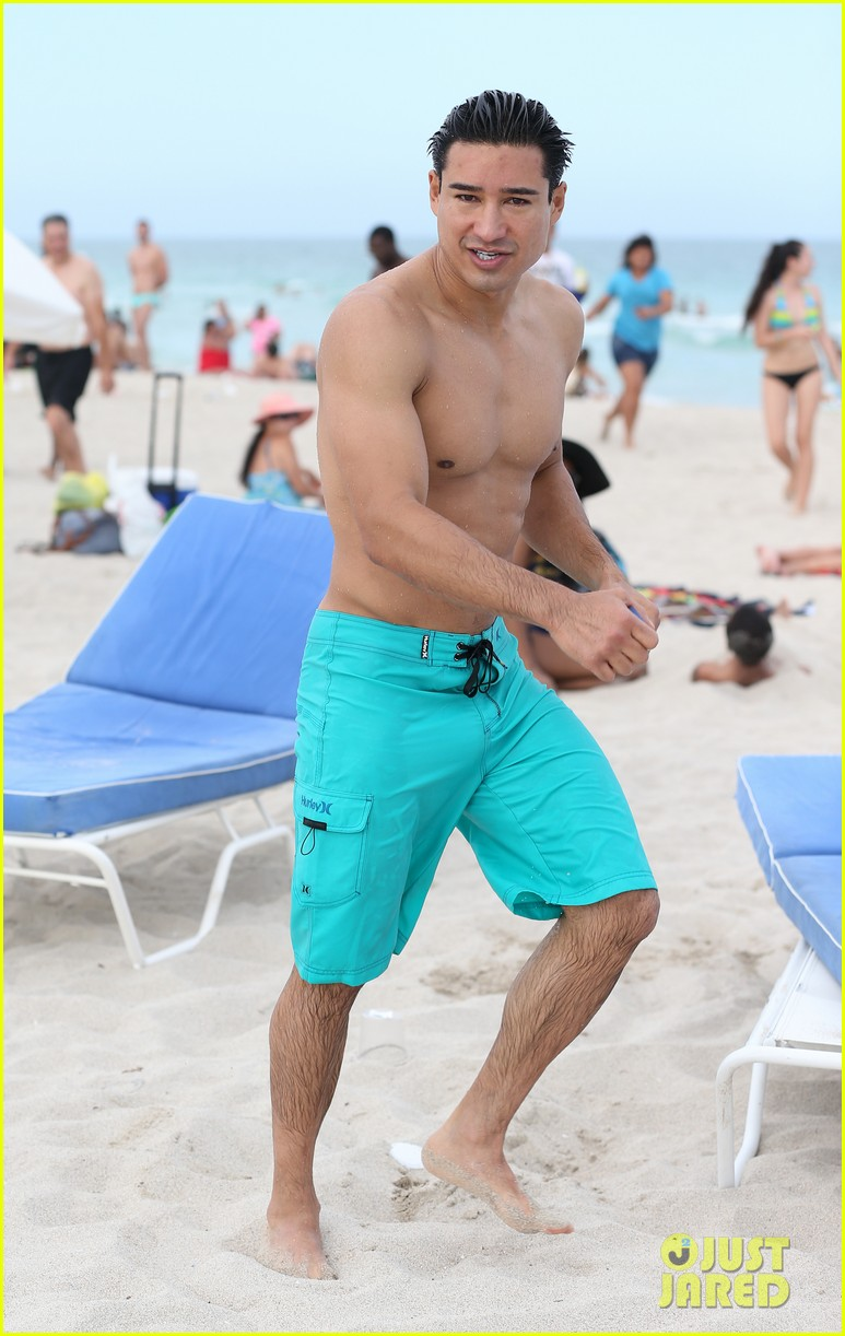 mario lopez gets shirtless at the beach 08