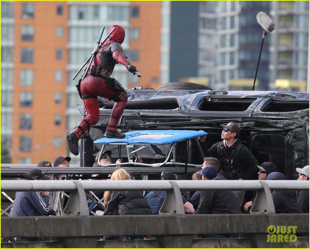 ryan reynolds full deadpool suit gets pictured on set 12