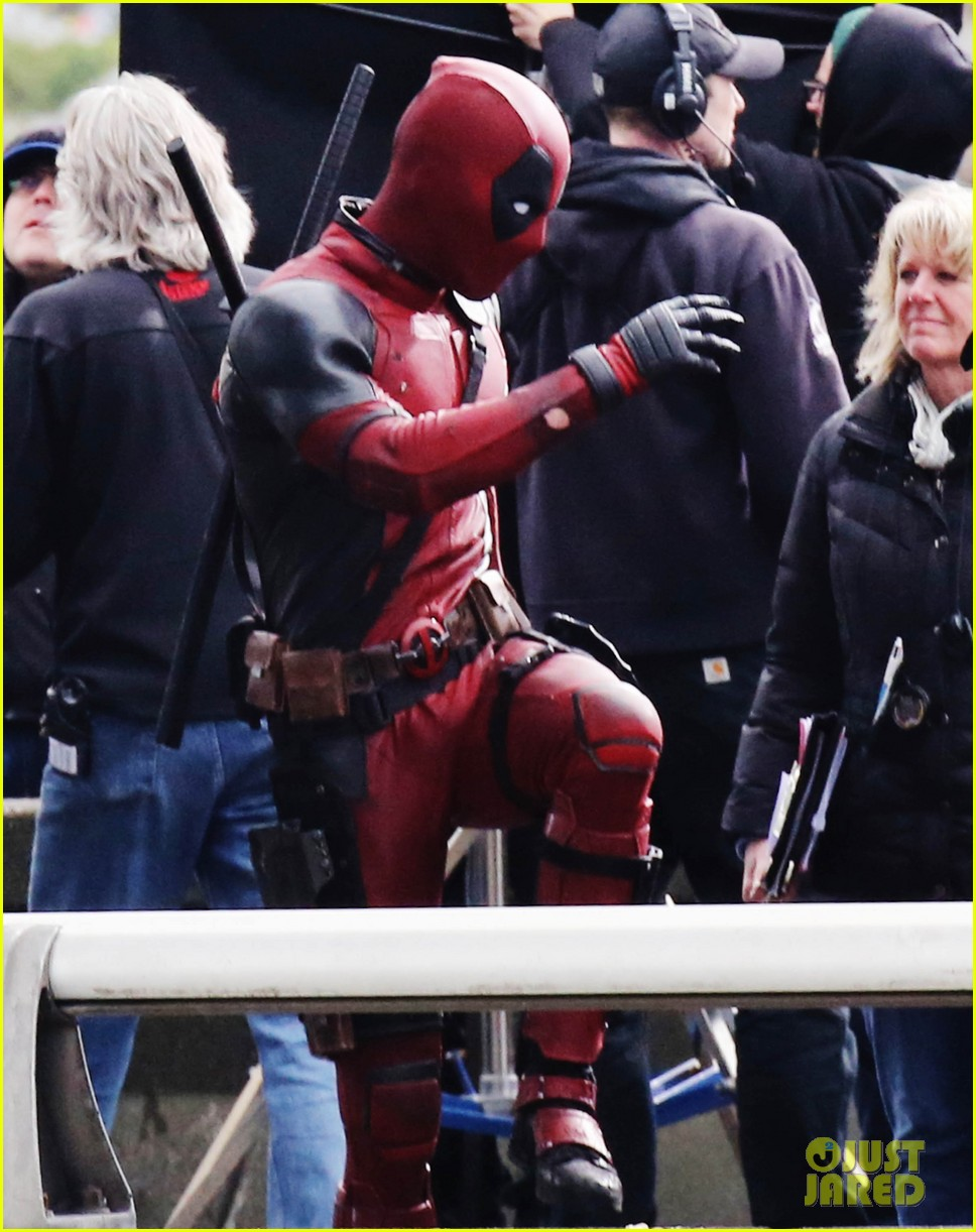 http://cdn02.cdn.justjared.com/wp-content/uploads/2015/04/reynolds-set/ryan-reynolds-films-some-deadpool-scenes-02.jpg