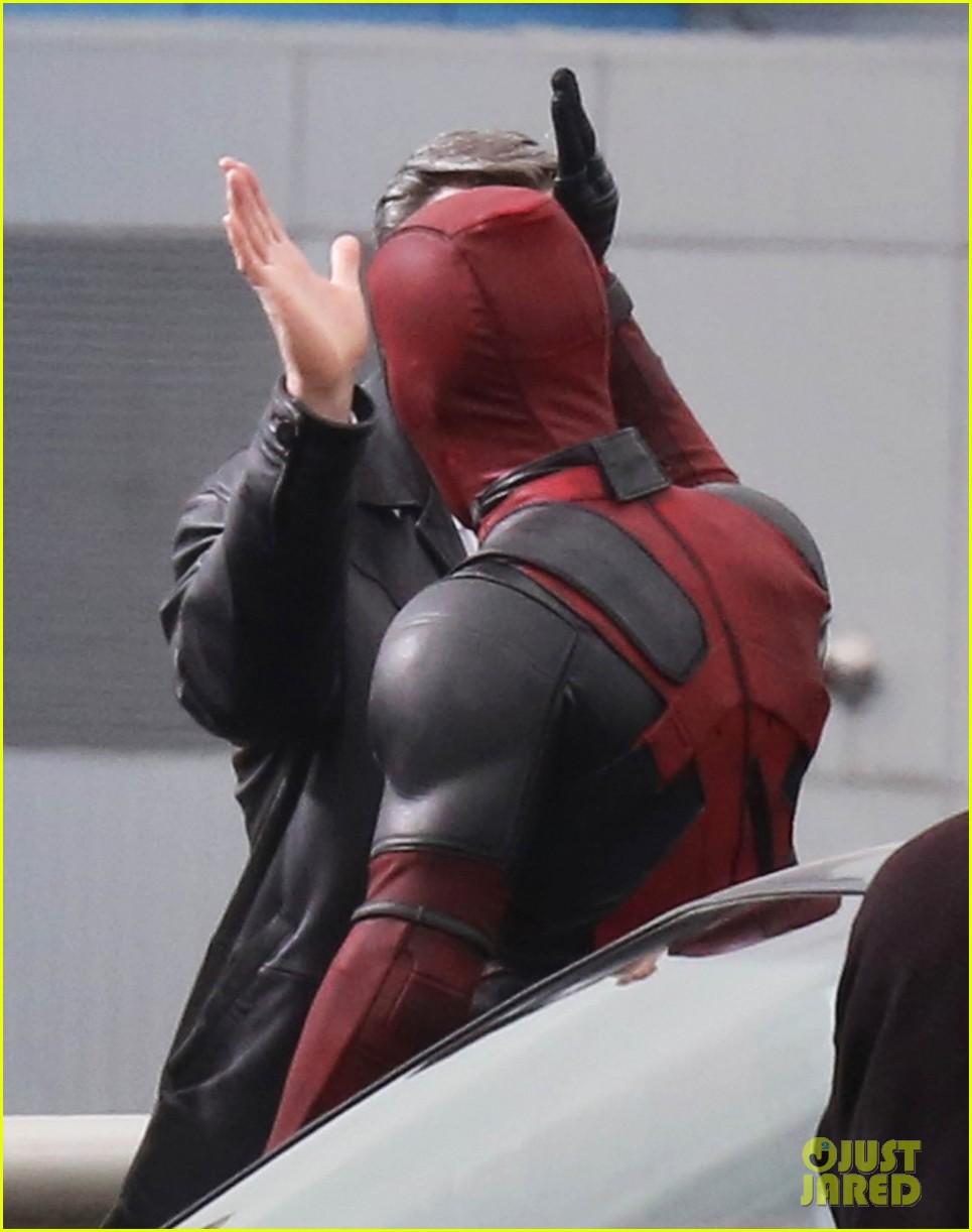 http://cdn02.cdn.justjared.com/wp-content/uploads/2015/04/reynolds-set/ryan-reynolds-films-some-deadpool-scenes-16.jpg