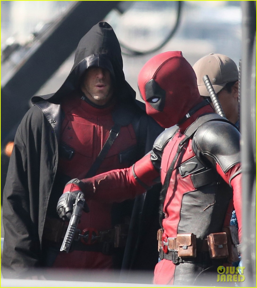http://cdn02.cdn.justjared.com/wp-content/uploads/2015/04/ryan-ded/ryan-reynolds-pictured-unmasked-deadpool-costume-33.jpg