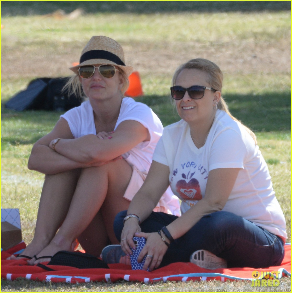 britney spears cheers on sons soccer game 02
