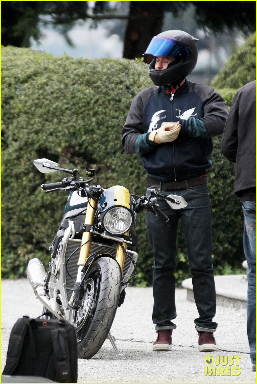 orlando bloom promotes custom bmw s 1000 r motorcycle in italy