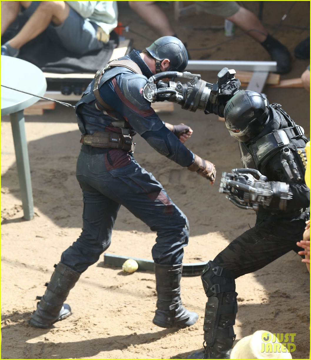 Franchise Marvel/Disney #3 Captain-america-crossbones-fight-captain-america-civil-war-04