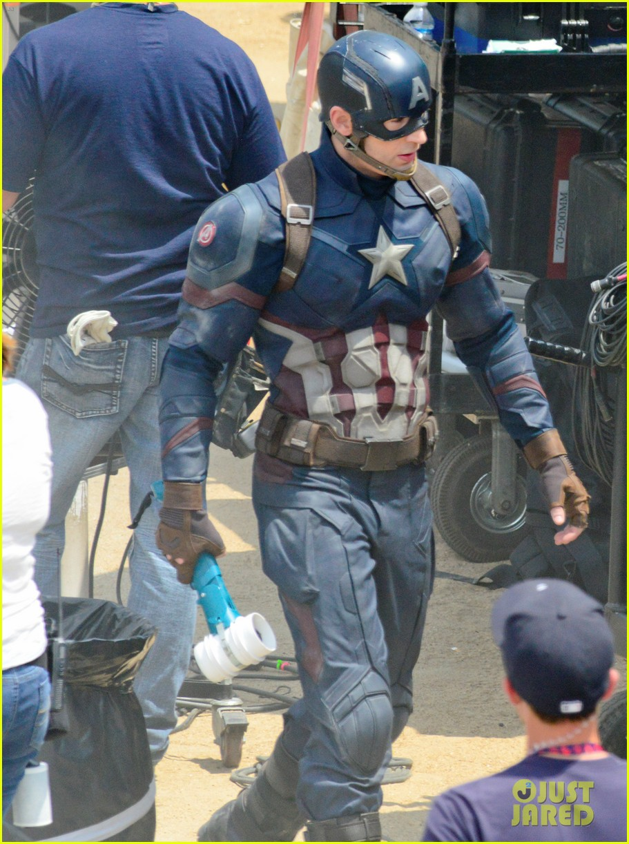 http://cdn02.cdn.justjared.com/wp-content/uploads/2015/05/captain-weapon/captain-americas-new-weapon-is-a-enter-our-poll-03.jpg