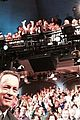 tom hanks teaches david letterman about selfie sticks 03