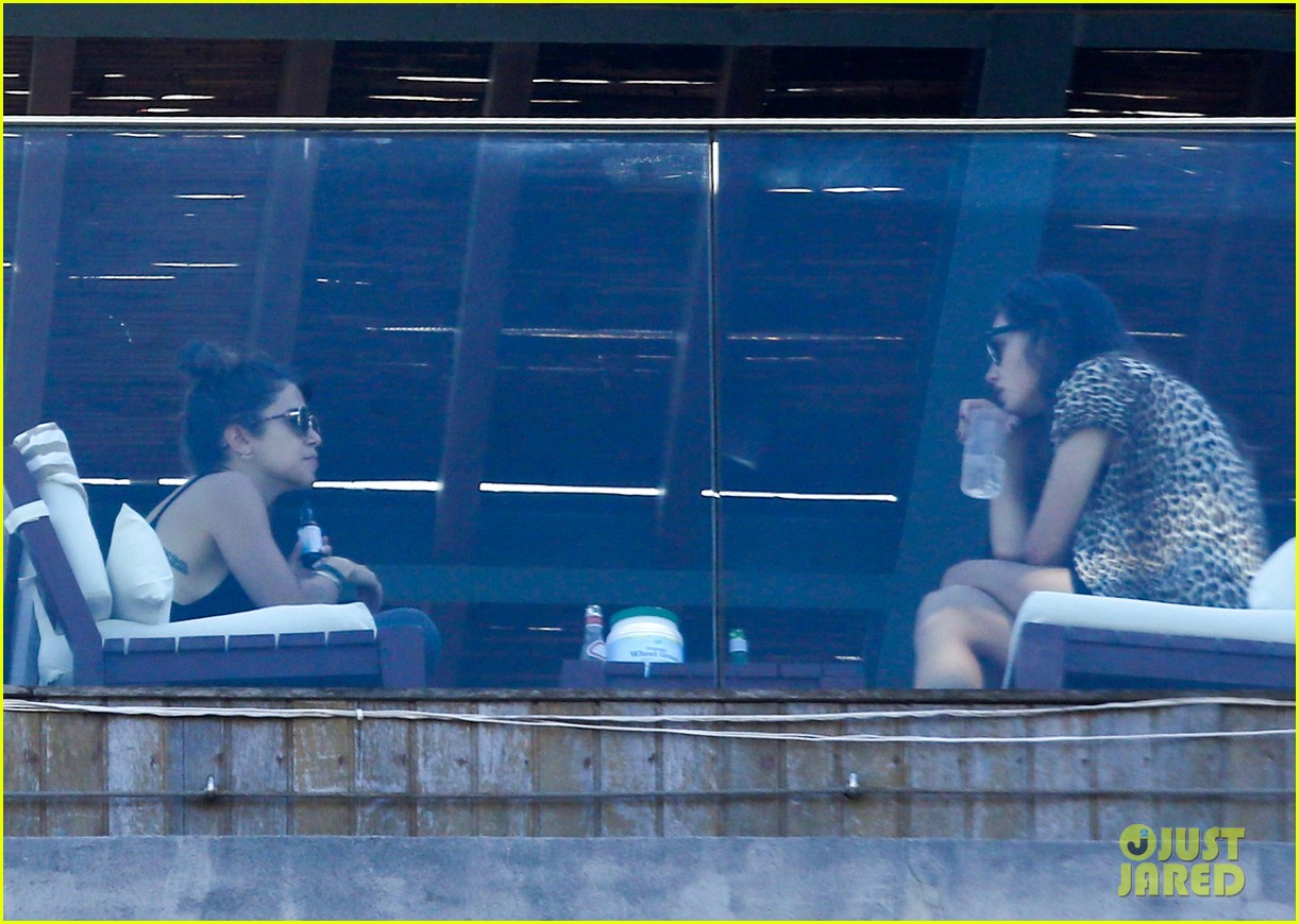 nikki reed phoebe tonkin have a girls day out in rio 143361040