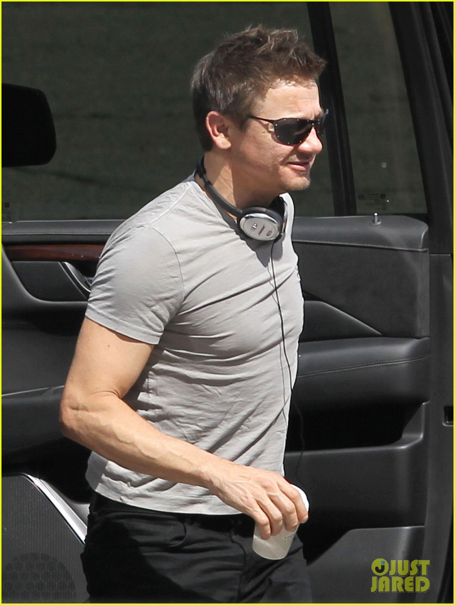 Franchise Marvel/Disney #3 Jeremy-renner-joins-chris-evans-on-captain-america-civil-war-set-06