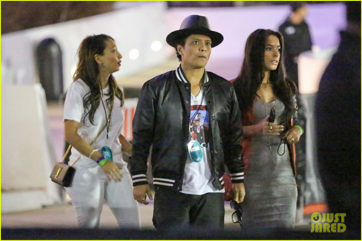 Bruno Mars Marry Me Holds 2 Spot On Spotifys Global Wedding Playlist Photo 3386973