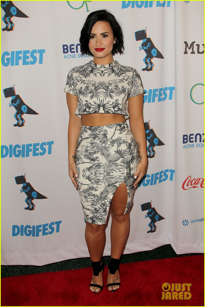demi lovato digifest nyc flight delay tweets 04