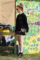 jenna coleman suki waterhouse 2015 glastonbury 19
