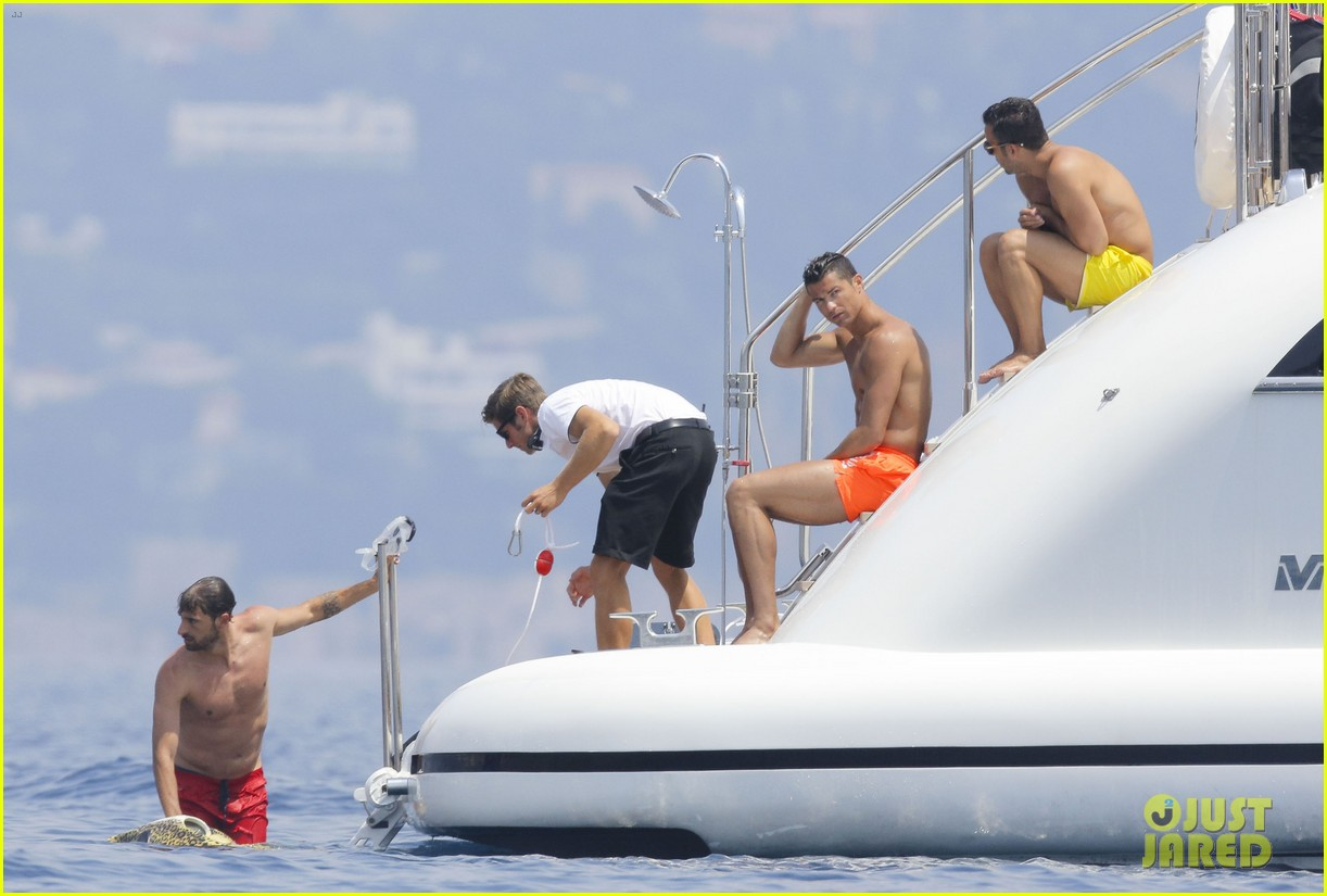 cristiano ronaldo bares hot shirtless body again in monaco 07