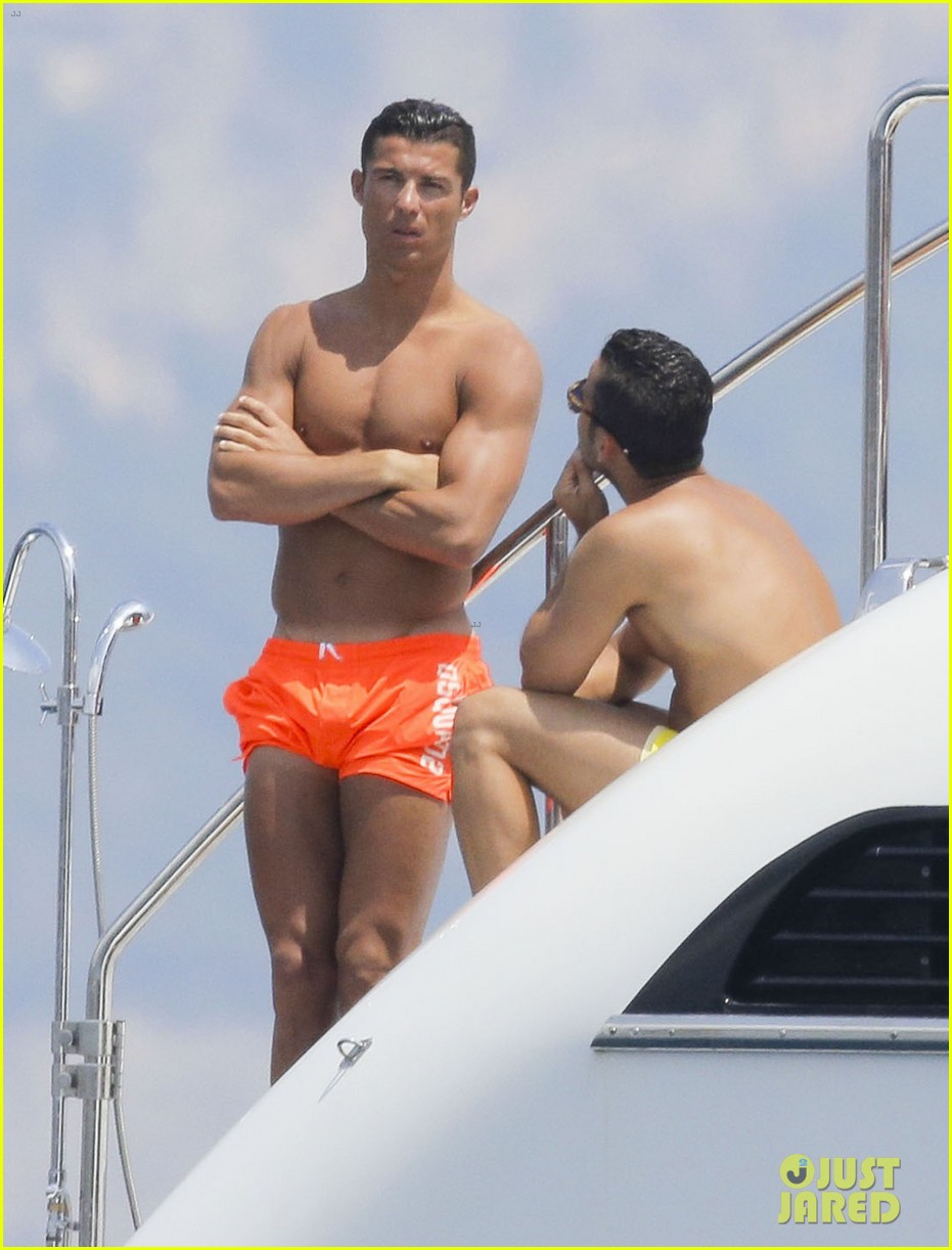 cristiano ronaldo bares hot shirtless body again in monaco 11