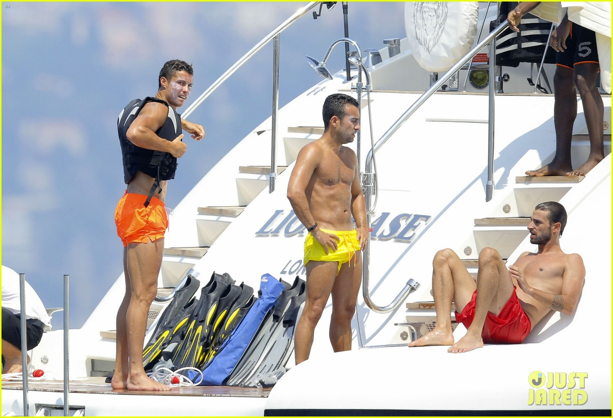cristiano ronaldo bares hot shirtless body again in monaco 22