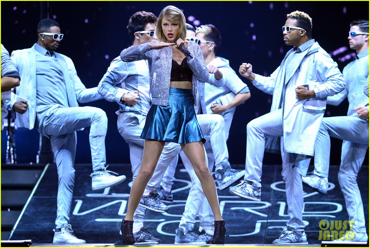 taylor swift performs in europe calvin harris watches her cats 03
