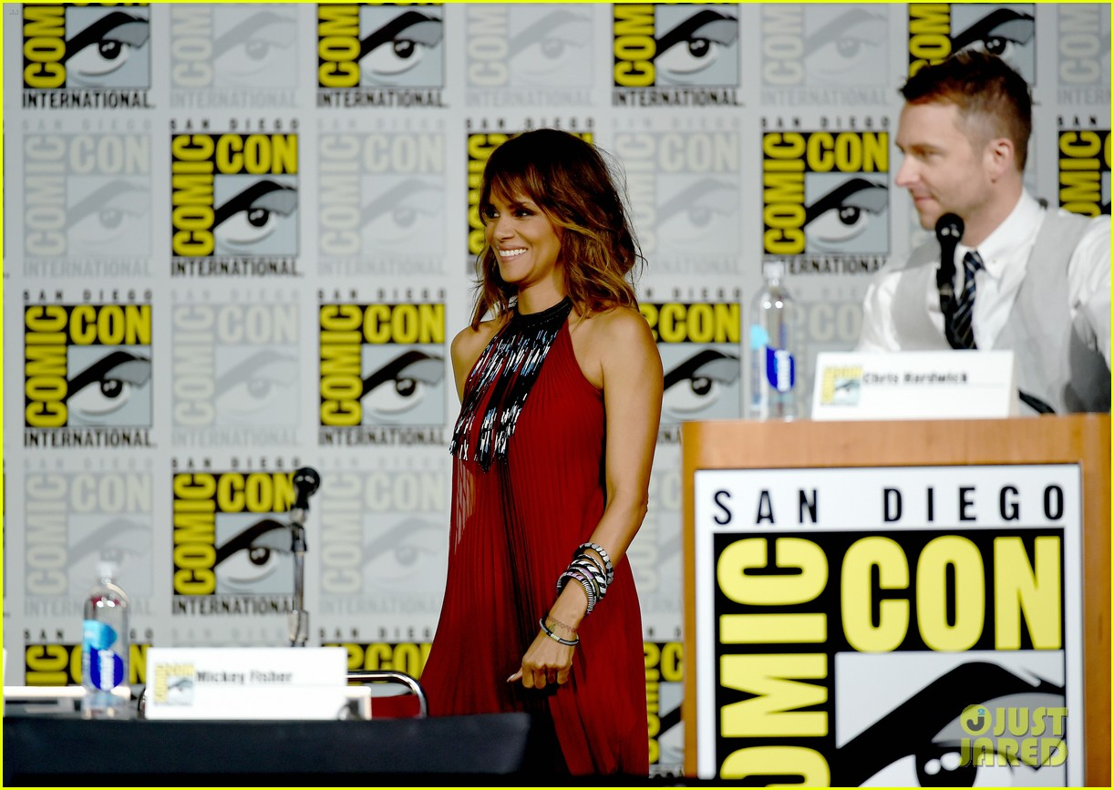 http://cdn02.cdn.justjared.com/wp-content/uploads/2015/07/berry-storm/halle-berry-wants-to-play-storm-in-standalone-movie-08.jpg