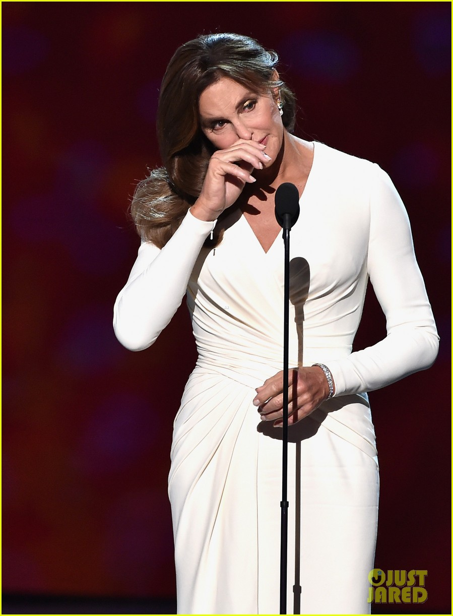 Caitlyn Jenner Wore A Corset Under Her Espys Dress 15