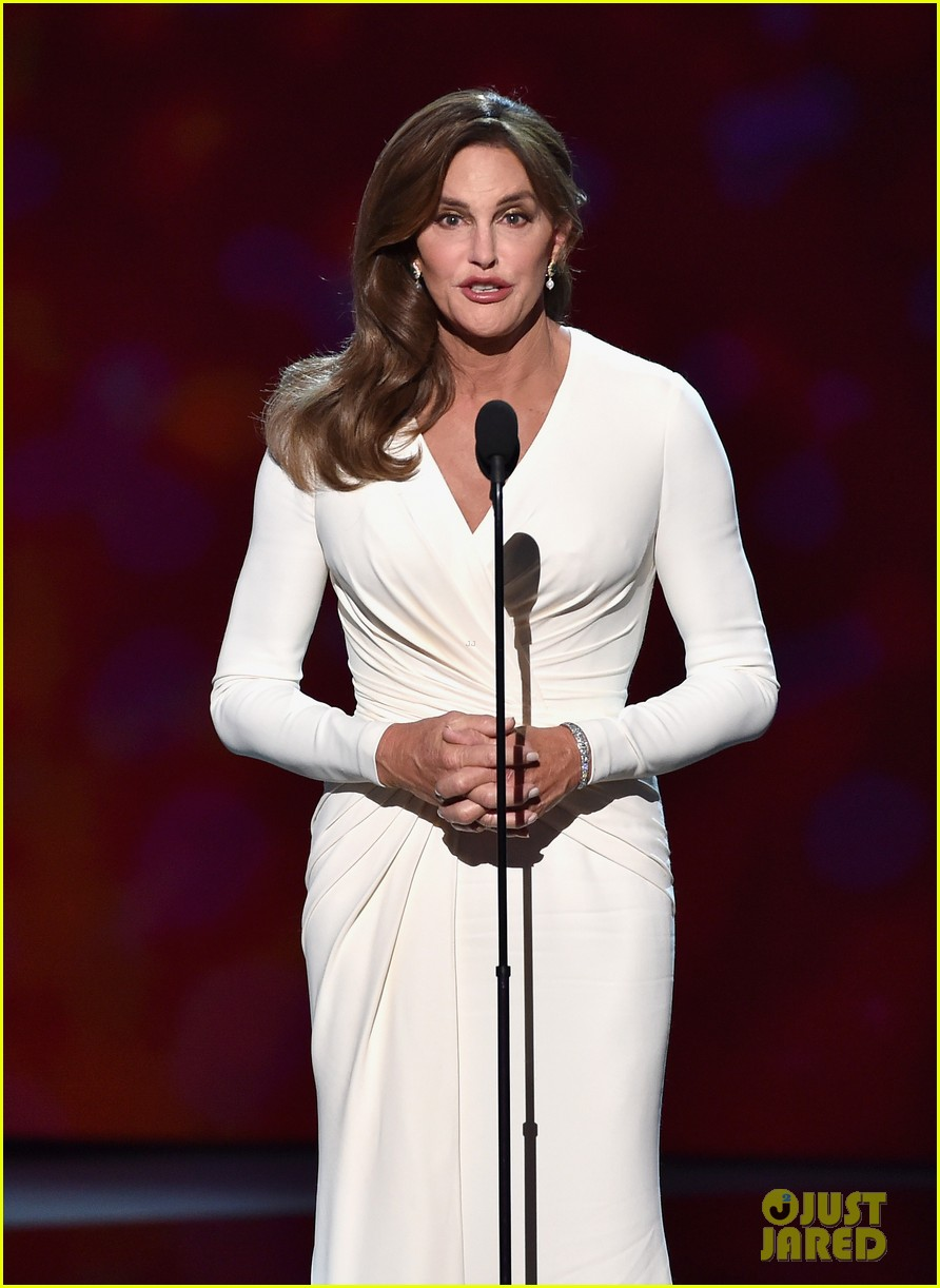 Caitlyn Jenner Wore A Corset Under Her Espys Dress 27