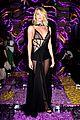 rosie huntington whiteley irina shayk versace show 03