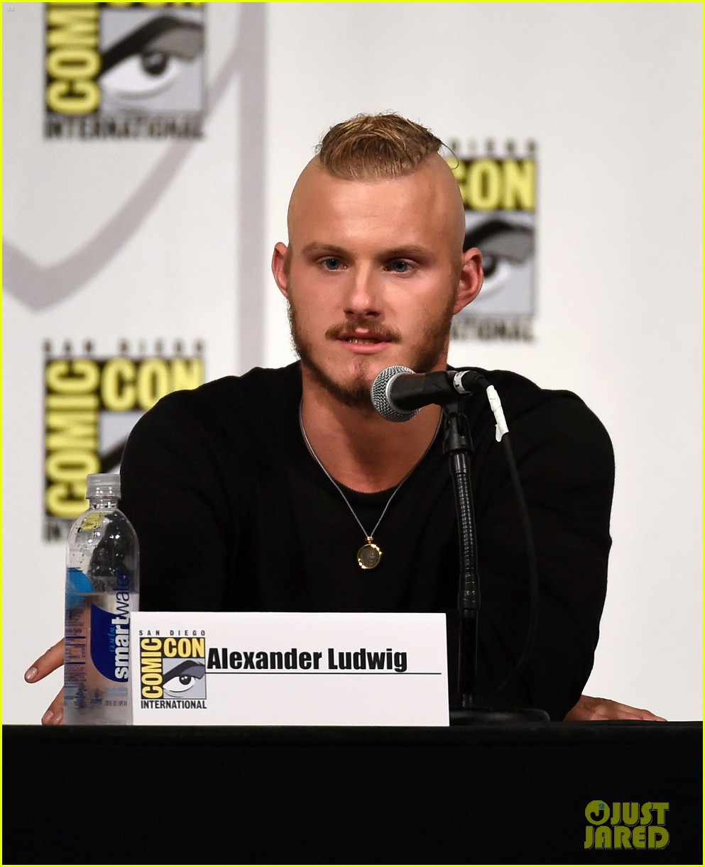 vikings cast steps out at comic con debuts new trailer 02