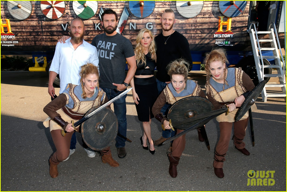 vikings cast steps out at comic con debuts new trailer 27