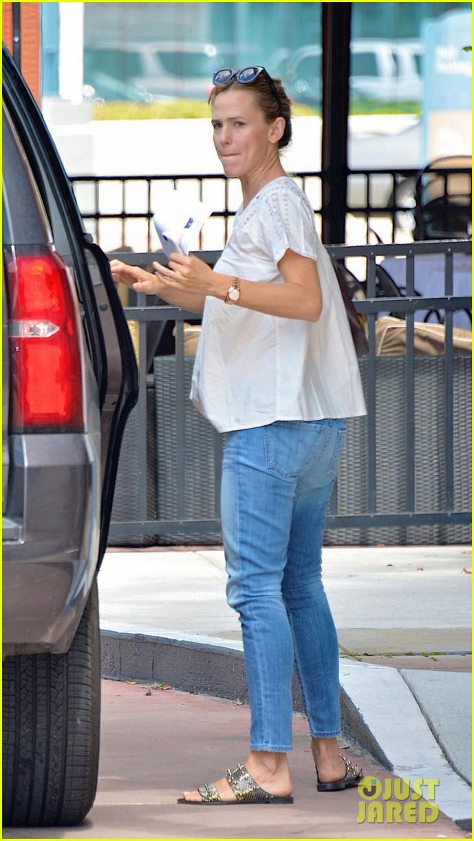 Ben Affleck & Jennifer Garner Step Out Together Wearing Wedding Rings:  Photo 3433490  Ben Affleck, Jennifer Garner Pictures  Just Jared