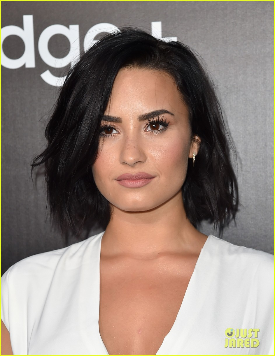Demi Lovato posts busty Instagram snap  Daily Mail Online