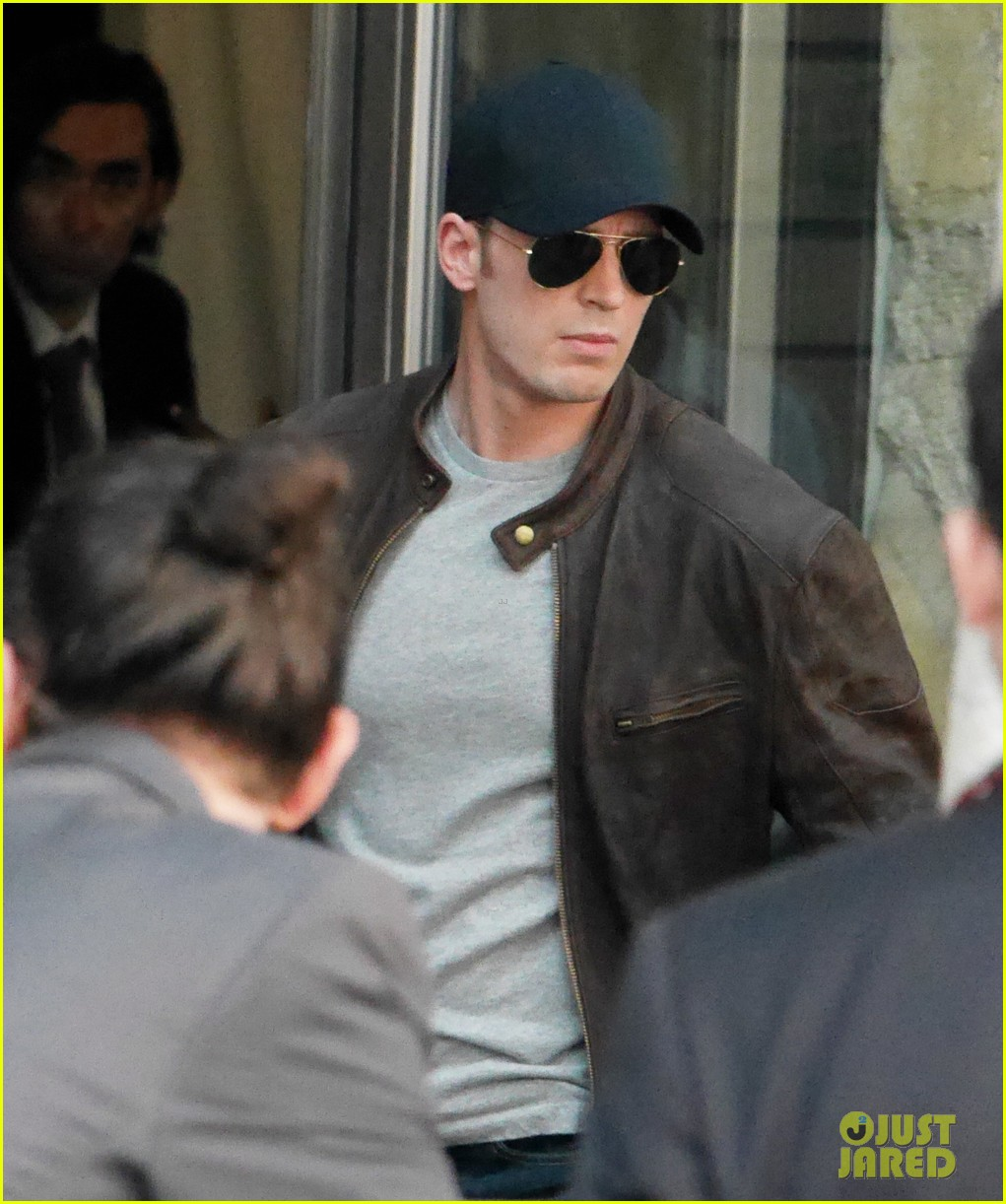 Franchise Marvel/Disney #3 Chris-evans-keeps-filming-captain-america-civil-war-04