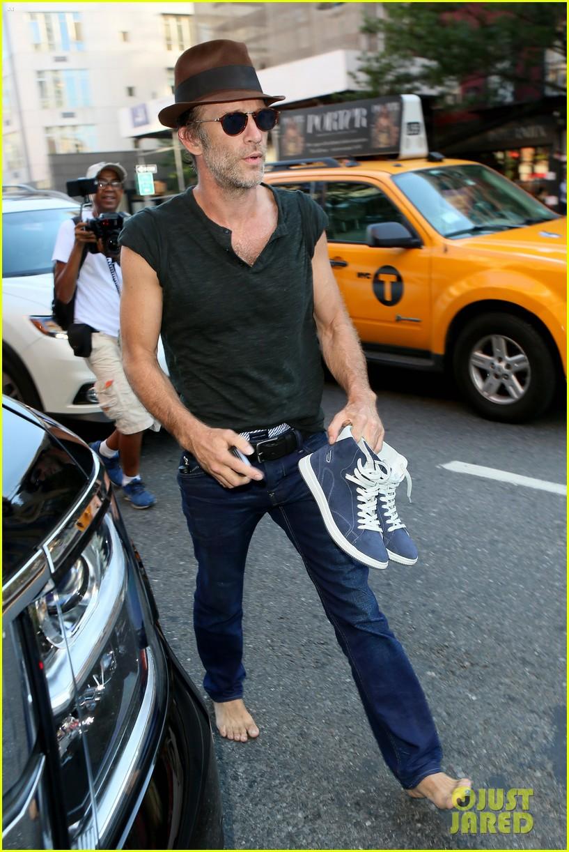 Full Sized Photo of thomas jane walks barefoot down new york city ...