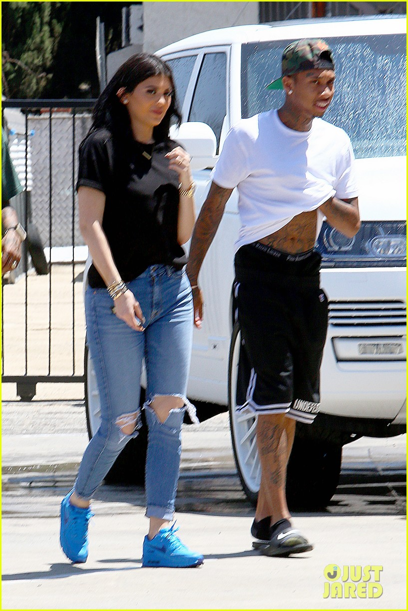 Kylie Jenners 18th Birthday Present From Tyga A New Car Photo 3433444