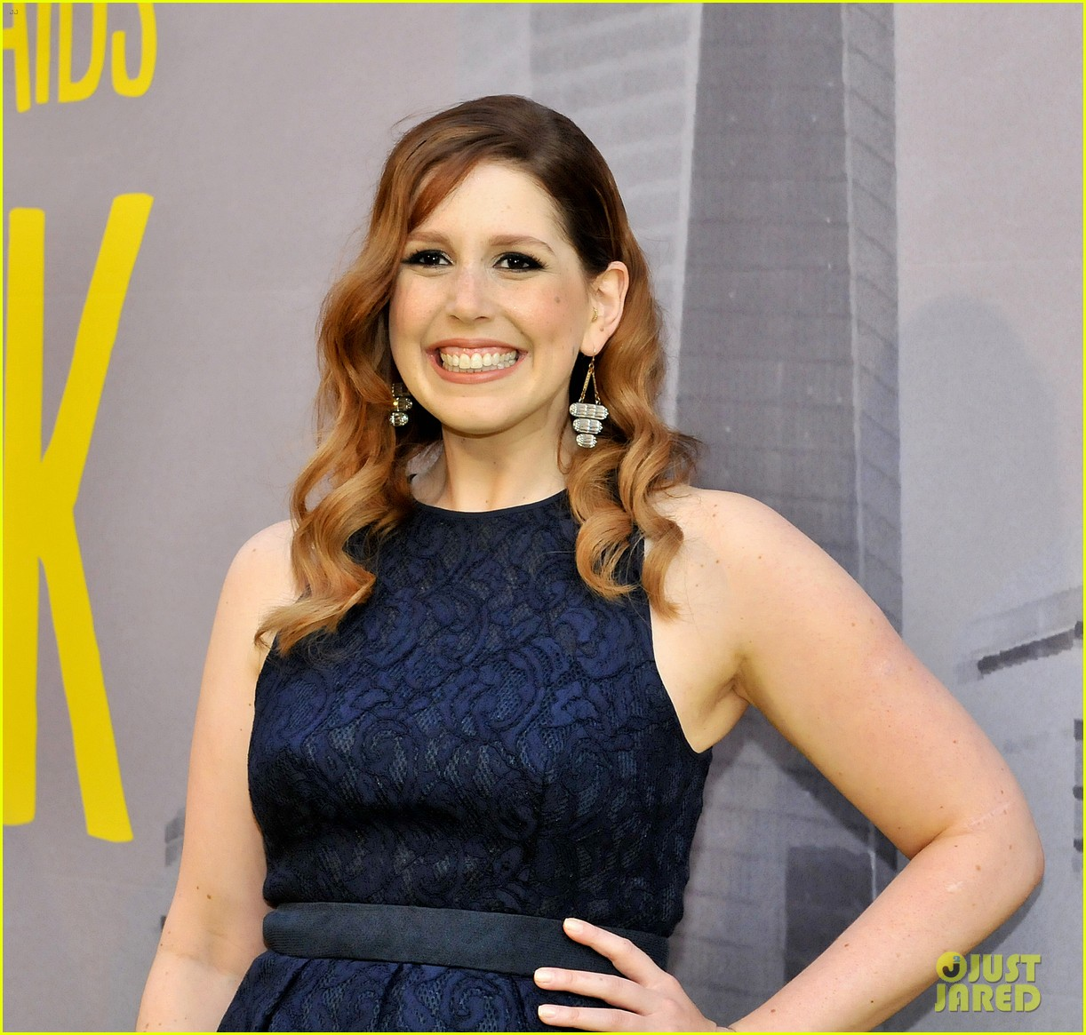 vanessa bayer brothervanessa bayer miley cyrus, vanessa bayer does miley cyrus, vanessa bayer jennifer aniston, vanessa bayer wiki, vanessa bayer beck bennett, vanessa bayer adam and eve commercial, vanessa bayer kristen stewart snl, vanessa bayer snl miley cyrus, vanessa bayer friends, vanessa bayer age, vanessa bayer filmography, vanessa bayer russell brand, vanessa bayer stand up, vanessa bayer instagram, vanessa bayer twitter, vanessa bayer dating video, vanessa bayer brother