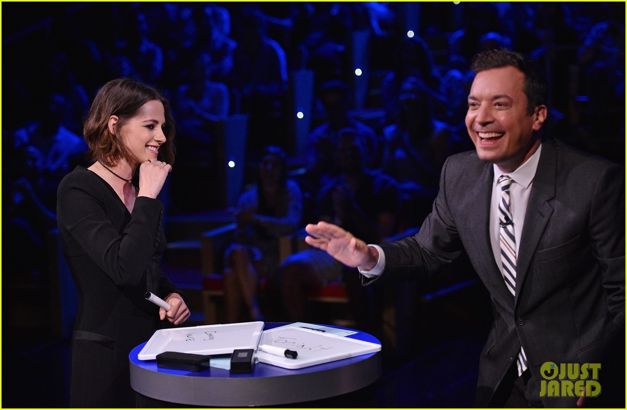 kristen stewart cant stop smiling on the tonight show 05