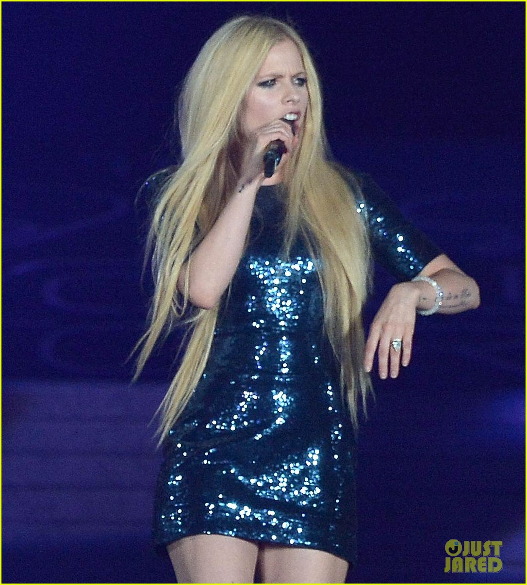 taylor swift and avril lavigne duet complicated relationship