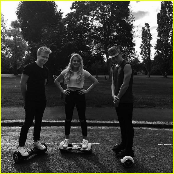 david beckhams four kids ride hoverboards together 043472868